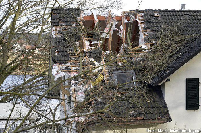 Baum Auf Wohnhaus Durch Sturm Friederike Freiwillige